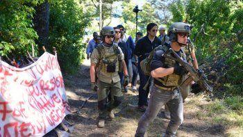 hallaron decenas de vainas de balas en el predio ocupado en mascardi