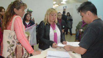 Integrantes del Grupo Venedicci entregaron una nota a las autoridades caletenses de la obra social provincial para reclamar la urgente normalización de la cobertura para pacientes oncológicos.