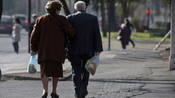 jubilados: el gobierno admite que les subiran menos al principio