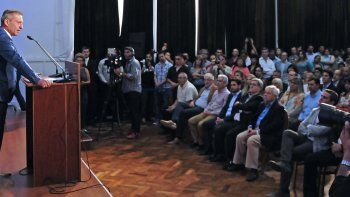 El gobernador anunció los acuerdos en salud, seguridad, educación y administración pública.