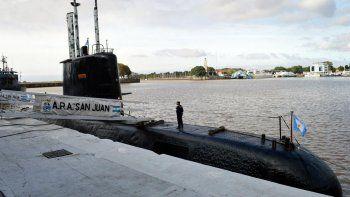 uno de los submarinistas advirtio que los perseguia un helicoptero britanico
