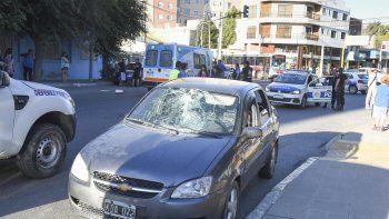 El conductor que el lunes atropelló a una mujer frente al Colegio Perito Moreno, ayer fue imputado y recuperó la libertad.