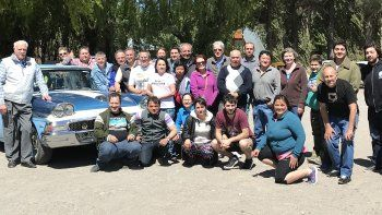 La familia del CACP en Los Antiguos, donde el auto de Hendic fue votado como el más representativo.