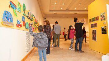 El Taller de Arte de Rada Tilly continúa exponiendo sus trabajos en el Centro Cultural.