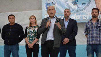 José Lludgar habla a los afiliados durante el almuerzo que se sirvió en el Centro de Actividades de Petroleros Jerárquicos.