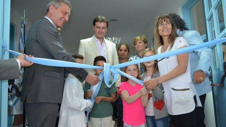 El gobernador Mariano Arcioni inauguró ayer el gimnasio de la Escuela 217 de Rada Tilly.
