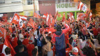 Hinchas del Rojo festejaron en el centro de la ciudad