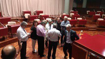 suspendieron la sesion en la legislatura y piden una extraordinaria para el 22