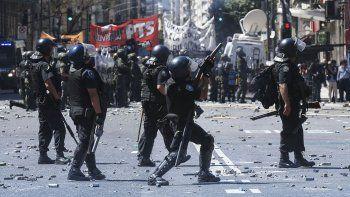 medida cautelar contra la represion: la justicia prohibio el uso de armas de fuego