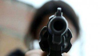 a punta de pistola robaron 40 mil pesos de una empresa