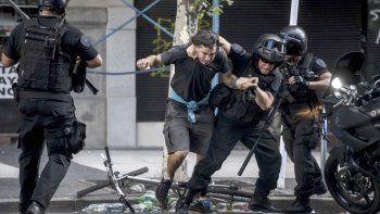 El operativo ejecutado el jueves por Gendarmería Nacional y Policía Federal dejó 45 detenidos y numerosos heridos.