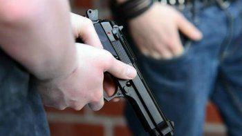 Dos hombres irrumpieron armados cuando acababa de ingresar dinero a la empresa.