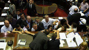 La discusión entre el presidente de la Cámara de Diputados, Emilio Monzó y legisladores de la oposición en la sesión suspendida el jueves.
