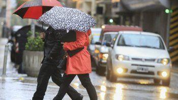 El frente de mal tiempo afecta a gran parte de la zona central del país.