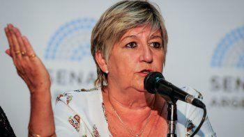 La senadora Nancy González ratificó su rechazo al ajuste y cuestionó al diputado Menna. Tendría que haber aclarado que votaría un proyecto para financiar la campaña de Eugenia Vidal, dijo.