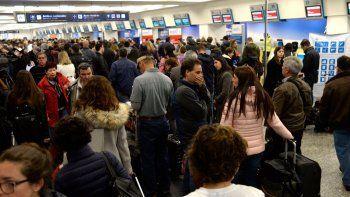 una medida de fuerza provocaria demoras en todos los aeropuertos del pais