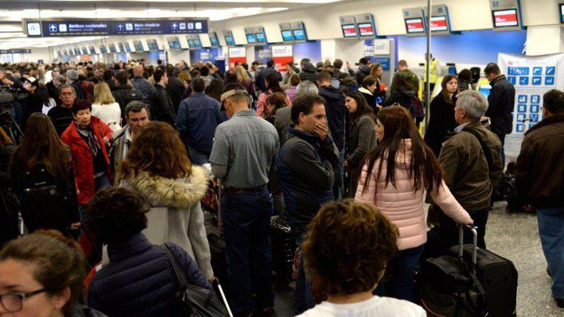 Gran movimiento de pasajeros en Aeroparque por el paro de ayer