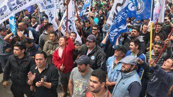 Los petroleros marchan en defensa del empleo