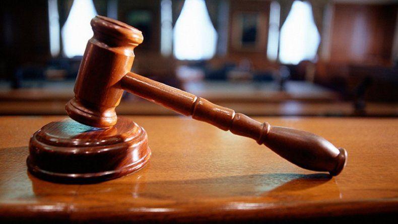 Exoneran a un agente judicial por violencia de género