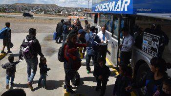 Pasajeros que se dirigían hacia ciudades norteñas, entre ellas Tucumán y Mendoza, partieron desde la Terminal de Ómnibus de Caleta Olivia.