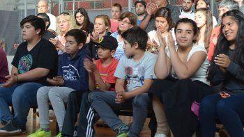 Numerosos niños y jóvenes asistieron al acto del jueves acompañados por sus padres.