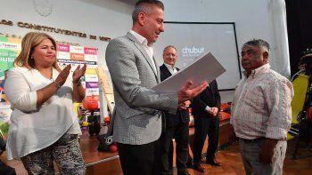 El gobernador Mariano Arcioni entregó diez aportes del programa Chubut Emprende y tres pensiones graciables.
