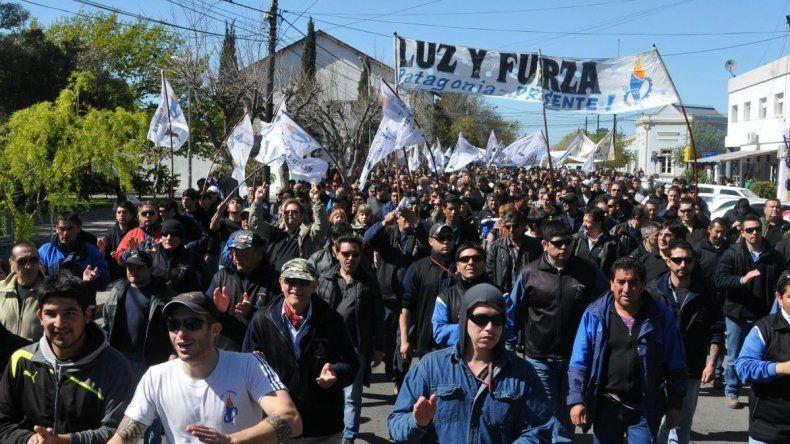 Trabajadores nucleados en Luz y Fuerza inician un paro de 72 horas