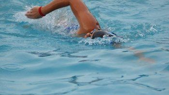 Brindarán clases de natación para niños con autismo