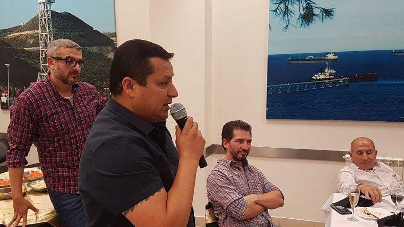 Luis Villegas habla durante el brindis de fin de año.
