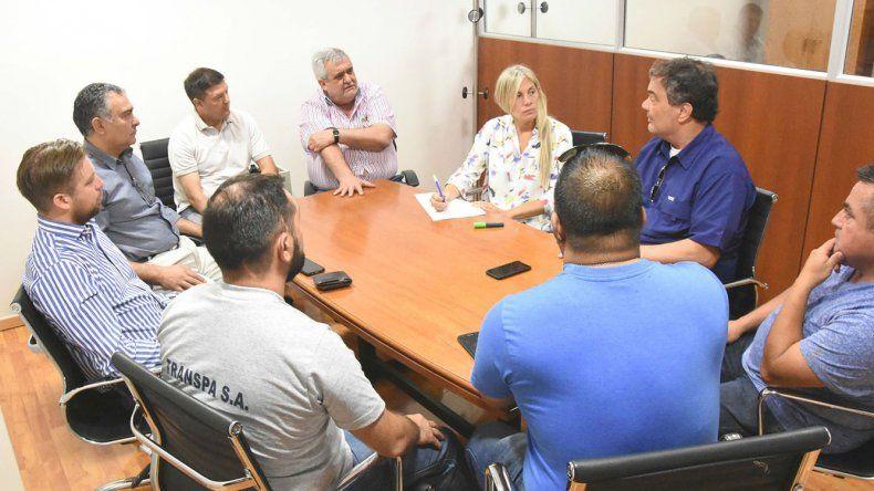 Dirigentes de Luz y Fuerza provinciales detallaron la situación de las prestadoras de servicios ante un grupo de diputados.