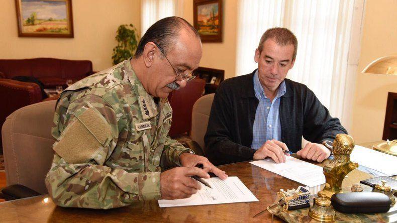 El Comando de la IX Brigada Mecanizada recibió el aporte de equipamiento y materiales de construcción por parte de Pan American Energy.