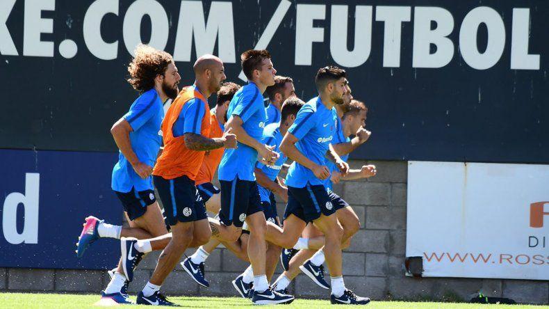 El plantel de San Lorenzo trabajando ayer en su cancha durante el inicio de la pretemporada.