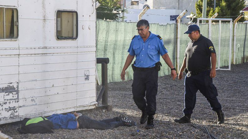 El sospechoso del robo fue visto por los vecinos de la cuadra y atrapado por la policía.