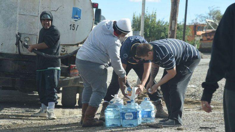 Vecinos se organizan para reclamar por los constantes cortes de agua