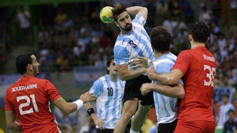 La selección argentina de hándbol hará esta tarde su debut en el prestigioso torneo español Memorial Domingo Bárcenas.