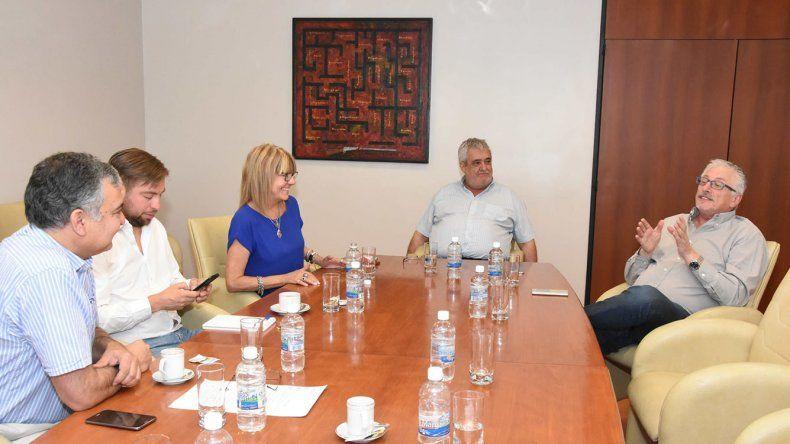 La reunión que celebró la comisión de receso para preparar la sesión extraordinaria del martes.