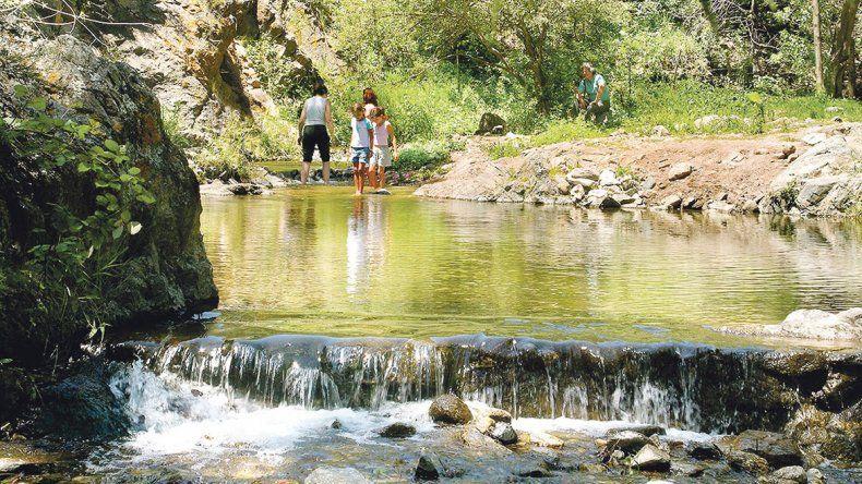 VALLE DE CALAMUCHITA: Es otra de las grandes regiones turísticas; contenido por cordones de las Sierras Chicas y Sierras Grandes. Hay más de 20 localidades: sobresalen Santa Rosa