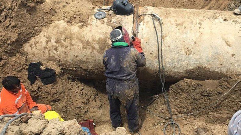 Reparación de la rotura del caño detectada en inmediaciones de Zona Parada, tramo Cerro Negro – Valle Hermoso