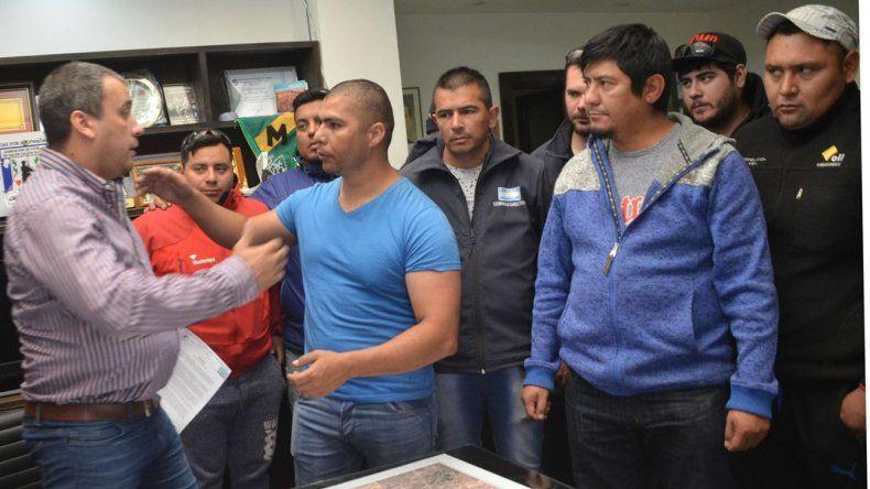 El intendente Facundo Prades recibió a la delegación encabezada por el gremialista Rafael Guenchenén.