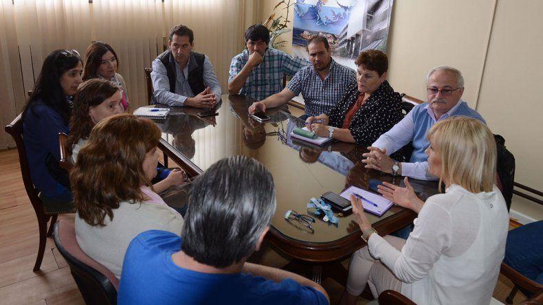 En la reunión que se llevó a cabo ayer entre funcionarios políticos
