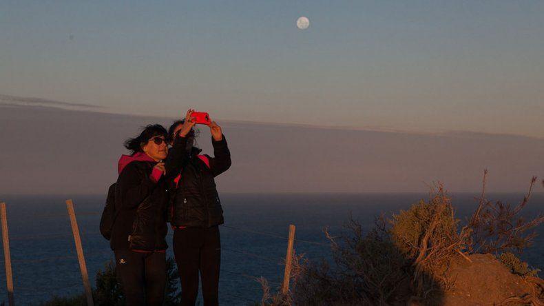Los caminantes están listos para realizar en el sector norte de Rada Tilly un nuevo Trekking de la Luna.