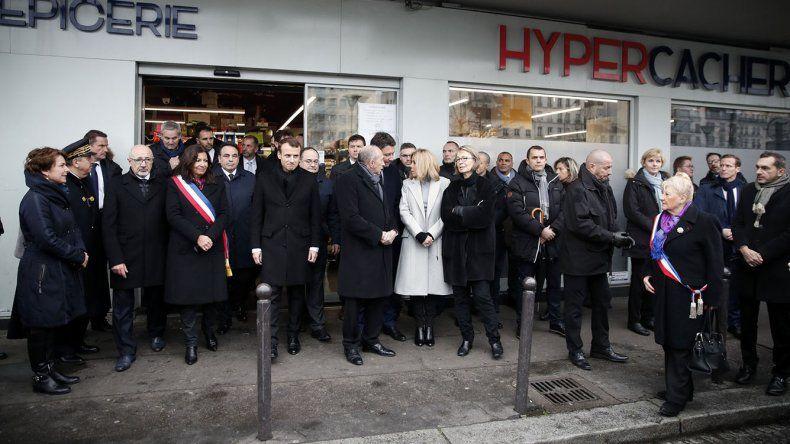 El homenaje en el ingreso al supermercado judío Hyper Cacher