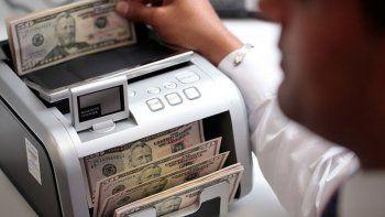 sin intervencion del bcra, el dolar cae a $ 24,48