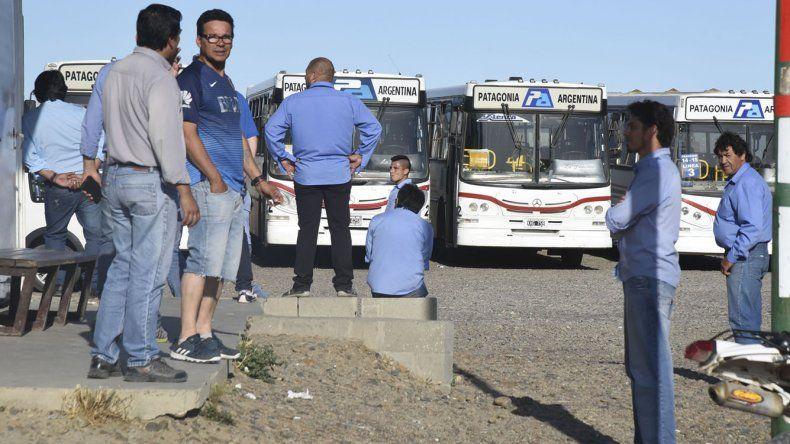 Los choferes permanecían ayer apostados en las tres bases de la empresa Patagonia Argentina.
