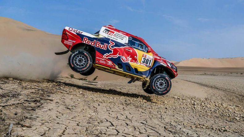 La Toyota del qatarí Nasser AlAtthihay que ayer fue el dominador de la tercera etapa del Dakar.