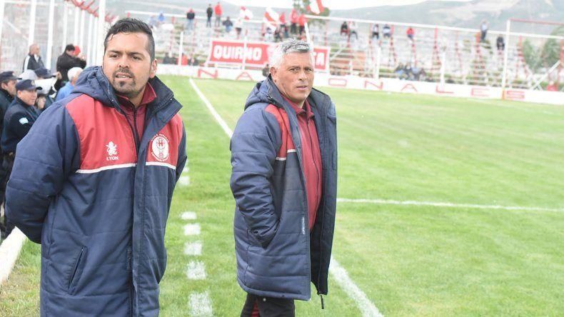 Jorge Montesino –izq– junto a su ayudante César Villarroel concretaron ayer la primera reunión del plantel.