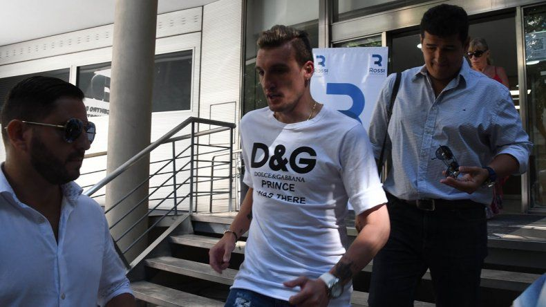 Franco Armani se retira de la clínica donde se realizó al revisión médica ayer en horas de la mañana.