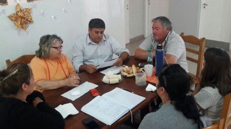 Quisle recibió ayer el reclamo de los vecinalistas de Kilómetro 8 en apoyo a los jefes de la comisaría.