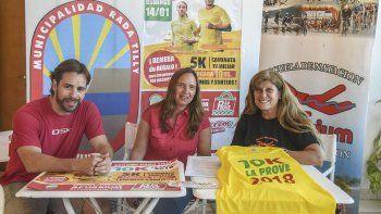 Ignacio Barreto, coordinador de la Secretaría de Deporte de Rada Tilly; Carolina Quinzio, en representación de La Proveeduría y Nancy Regina por Acuarium presentaron la tercera edición de la Caminata Familiar.