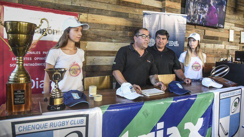 Carlos Di Matteo junto a Juan Carlos Anna en el sorteo de las zonas durante la tarde de ayer.